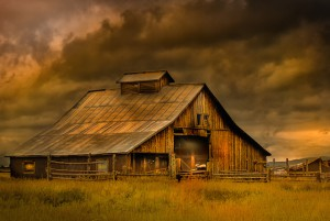 Barn with Stormy Sky 640