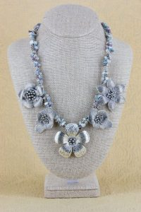multi-flower-necklace